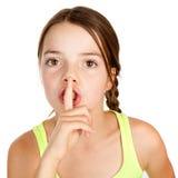Effectuer âgé primaire de fille Shush le geste photos stock