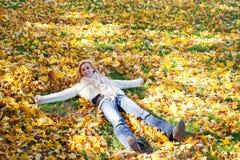 Effectuer des anges d'automne Photos libres de droits