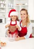 Effectuer des biscuits de pain d'épice Photographie stock