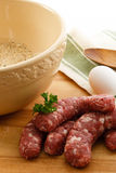 Effectuer des boulettes de viande de saucisse Photos stock