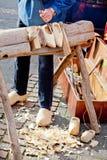 Effectuer des chaussures en bois. Photographie stock libre de droits