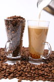 Effectuer du latte de caffe Photos stock