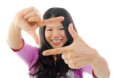 Effectuer une trame avec des doigts. Photo stock