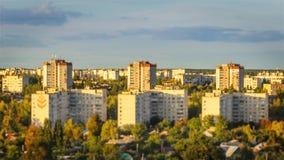 Effectuez la miniature du paysage urbain avec le foyer changeant sur les buildins faute d'Inclinaison-décalage/temps dans Chernih banque de vidéos