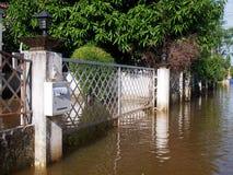 Effekt der globalen Erwärmung in der Stadt, niedriger Hochwasser in der städtischen Zone Stockbild