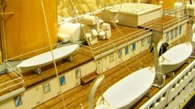 Effektivwert-titanische Plattform und Rettungsboote Stockfoto