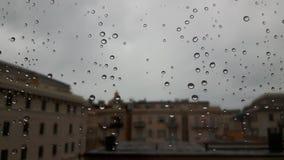 Effet étonnant de waterdrop au-dessus de la fenêtre photos libres de droits