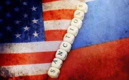 Effet avec des éraflures sur le Russe de photo et le drapeau des Etats-Unis Image stock