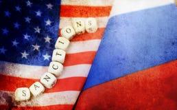 Effetto con i graffi sul Russo della foto e sulla bandiera degli S.U.A. Fotografie Stock