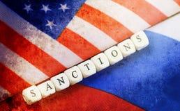 Effetto con i graffi sul Russo della foto e sulla bandiera degli S.U.A. Immagine Stock
