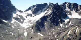 Effetto dell'annata delle alte montagne Vista di retro foto dei picchi distanti Fotografie Stock