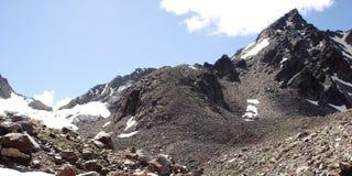 Effetto dell'annata delle alte montagne Vista di retro foto dei picchi distanti Fotografia Stock Libera da Diritti