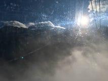 Effetto della luce vago di Sun dalla finestra graffiata fotografie stock libere da diritti
