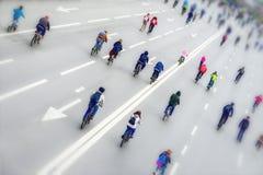 Effetto della sfuocatura dello spostamento di inclinazione Maratona di riciclaggio urbana di massa, di nuovo noi Concetto dello s Fotografia Stock Libera da Diritti