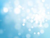Effetto scintillante leggero del bokeh blu sul fondo brillante del cielo di vettore Fotografie Stock