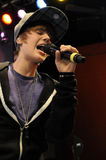 Effettuazione di Justin Bieber in tensione. Fotografia Stock