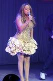 Effettuazione di Mariah Carey in tensione. fotografie stock libere da diritti