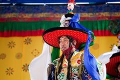 Effettuazione tibetana dei danzatori Immagine Stock