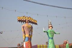 Effigies énormes du Roi Ravana, son fils Megnath et frère Kumbhkarana (voyous de Ramayana épique mythologique indou) Images libres de droits
