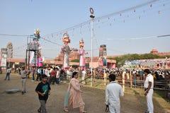 Effigies énormes du Roi Ravana, son fils Megnath et frère Kumbhkarana (voyous de Ramayana épique mythologique indou) Photos stock