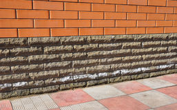 Efflorescentie van Baksteen en Steenmetselwerk Het verwijderen van Zouten stock foto's