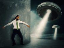 Effrayé par l'UFO Photo stock