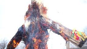 Efigie ardiente del carnaval almacen de metraje de vídeo