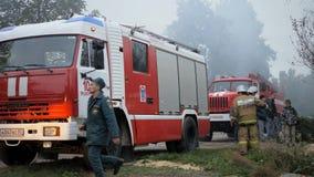 Efremovskay gata, Mtsensk, Ryssland, 2017 05 10 Ledare - katastrof Arbete för brandlastbil på branden lager videofilmer