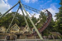 Efteling - parc à thème en Hollande Divisez en deux le bateau de oscillation de Maen Photos libres de droits
