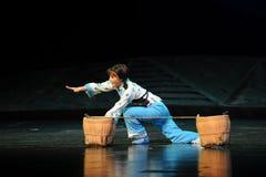 Efter en nedgång från jordningen upp den Jiangxi operan en besman Royaltyfria Foton