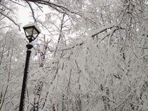 Efter ett enormt tungt snöfall arkivfoton