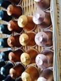 Efter kaffe används kapslarna för garnering royaltyfria foton