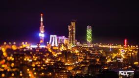 Efter solnedgång zoomar natttimelapseBatumi cityscape in arkivfilmer