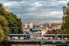 Eftermiddag i den jätte- stads- staden av Sao Paulo arkivbild