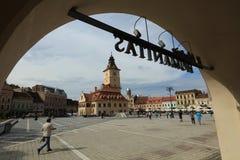 Eftermiddag på rådfyrkanten av Brasov - Rumänien arkivfoto