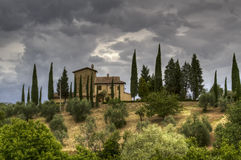 eftermiddag stormiga tuscany royaltyfri fotografi