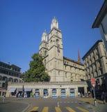 Eftermiddagcityscape av den stora domkyrkan, Zurich Royaltyfria Bilder