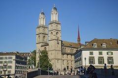 Eftermiddagcityscape av den stora domkyrkan, Zurich Royaltyfri Foto