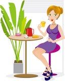 eftermiddagen tycker om teakvinnor Fotografering för Bildbyråer