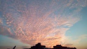 Eftermiddaghimmel fotografering för bildbyråer