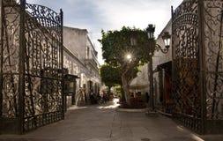 Eftermiddaglugn i gatorna av Arequipa, sydliga Peru Arkivfoton