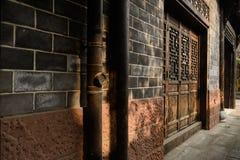 Eftermiddagsolljus på stuprör av traditionell byggnad, Kina Royaltyfri Foto