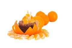 Efterrätt av mandarin- och chokladtårtan Arkivbilder
