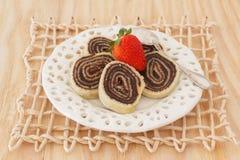 Efterrätt för Bolode rolo (schweizisk rulle, rullkakan) brasiliansk choklad Royaltyfri Fotografi