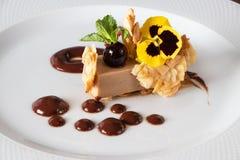 Efterrätt för kombination för Croccantino choklad perfekt royaltyfri fotografi