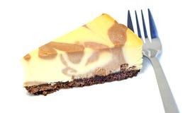 Efterrätt - läcker ostkaka med choklad royaltyfria bilder