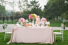Efterrätt på bröllopet arkivbild