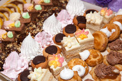 Efterrätt pajer, kakor, sötsaker, teramesu, choklad Royaltyfri Foto