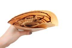 Efterrättchokladsås med den torkade strimlade grisköttkräpppannkakan Top beskådar Kvinnan är Iso för kräppen för brunt för handma Fotografering för Bildbyråer