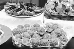 Efterrätter och kakor Arkivfoto